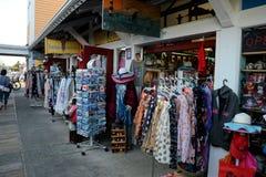 Shopping på den Fishermans hamnplatsen, Steveston, F. KR. arkivfoton