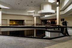 Shopping - Randall Park Mall - Cleveland abandonados, Ohio foto de stock