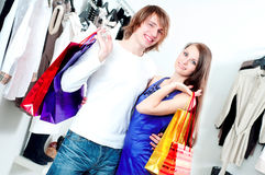 Shopping  smile couple at the mall Royalty Free Stock Photography