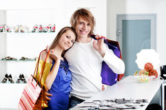 Shopping  smile couple at the mall Royalty Free Stock Images