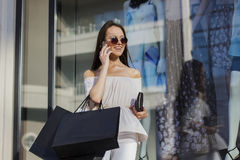 Shopping woman speaking on the phone Royalty Free Stock Photos