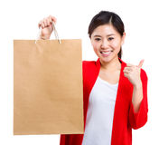 Shopping young woman show thumb up with bag Royalty Free Stock Photos