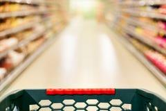 Shoppingbegrepp, supermarket i rörelsesuddighet Arkivbilder