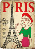 Shoppingflicka i Paris Arkivfoto