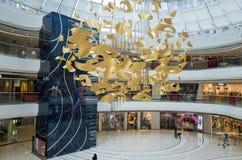 Shoppinggalleria inom Arkivfoton