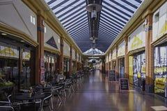 Shoppinggalleria inomhus Arkivbild