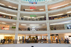 Shoppinggalleria Suria KLCC i Kuala Lumpur Arkivbild