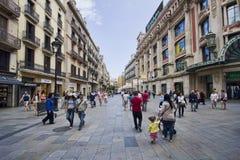 Shoppinggata i Barcelona royaltyfri bild