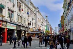 Shoppinggata i den Xiamen staden, Kina Royaltyfri Bild