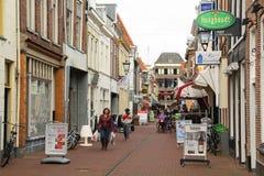 Shoppinggata i Kampen Nederländerna royaltyfri bild