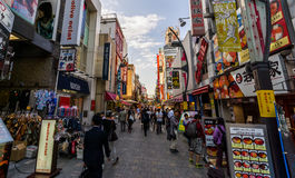 Shoppinggata i Tokyo Arkivfoto