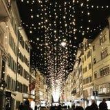 Shoppinggataljus Zurich Schweiz royaltyfria bilder