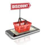 Shoppingkorg på smartphonen Arkivfoton