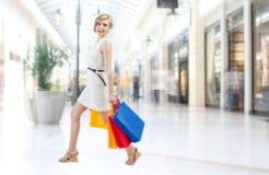 Shoppingkvinna i galleria Royaltyfria Foton