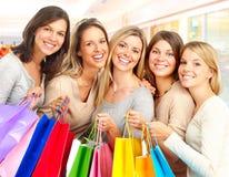 shoppingkvinnor royaltyfria bilder