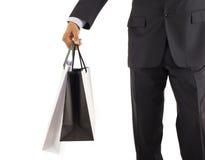 Shoppingman med gåvor på hans hand Fotografering för Bildbyråer