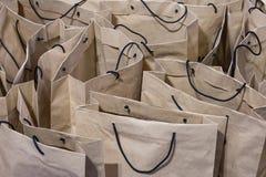 Shoppingpåsar för brunt papper arkivbild