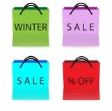 Shoppingpåsar med försäljningstecken Arkivfoto