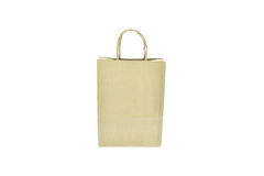 Shoppingpåse för brunt papper med handtag över på vit bakgrund Royaltyfria Bilder