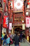 Shoppingparadis i Nanshi den gamla staden i Shanghai, Kina Fotografering för Bildbyråer