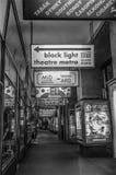 Shoppingstreet retro en Praga fotografía de archivo