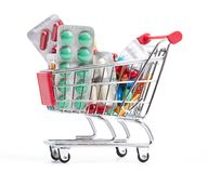 Shoppingtrolley med pills och medicinen Royaltyfria Bilder