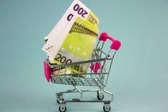 Shoppingvagn med euro royaltyfri bild