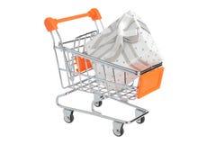 Shoppingvagn med gåvaasken som isoleras på vit royaltyfri foto