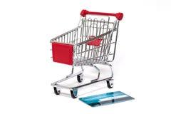 Shoppingvagn och kreditkort Royaltyfria Bilder