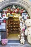 Shops mit Andenken in Colmar, Elsass, Frankreich Stockbild