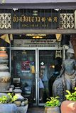 Shopwindow and entrance to coffeshop with antique items in Songkhla Royalty Free Stock Photos