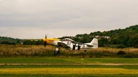 Shoreham Airshow 2014 - atterraggio del mustang di P51D fotografie stock