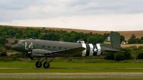 Shoreham Airshow 2014年- DC3登陆2的达可它 免版税库存图片