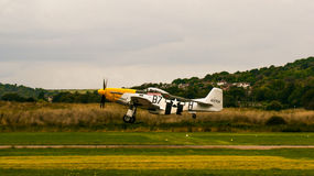 Shoreham Airshow 2014 - P51D mustanga lądowanie Zdjęcia Stock