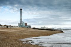 Shoreham kraftverk och strand Royaltyfria Bilder