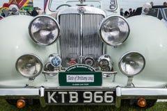 SHOREHAM-BY-SEA, SUSSEX/UK AD OVEST - 30 AGOSTO: Automobile scoperta a due posti o di Triumph Immagini Stock