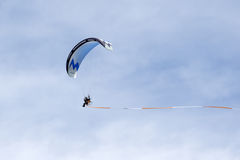 SHOREHAM-BY-SEA, WEST SUSSEX/UK - AUGUST 30 : Powered hang glide Stock Photography