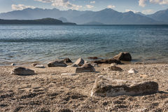 Shoreline av sjön Manapouri Royaltyfria Foton