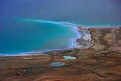 Shoreline för dött hav Royaltyfri Bild