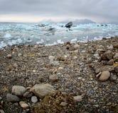 Shoreline för Jokulsarlon glaciärlagun Fotografering för Bildbyråer