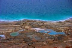 Shoreline för dött hav Arkivfoto