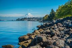Shoreline och mer regnig Royaltyfria Bilder