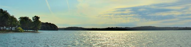 Shoreline panoramique Percy Priest Lake 4 images stock