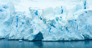 Shorelinen av den Pradise fjärden, Antarktis Royaltyfria Bilder