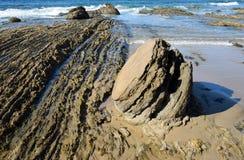 Shorline roccioso a Crystal Cove State Park, California del sud immagine stock