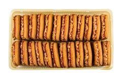 Shortbread с вареньем клубники в пластичной коробке изолированной на белизне Стоковая Фотография