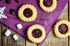 Shortbread cookies with cranberry jam Royalty Free Stock Photography
