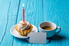 Shortcake, кофе, карточка на таблице Стоковые Изображения RF