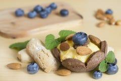 Shortcake mit Beeren für einen Nachtisch Stockfotografie