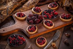 Shortcake pies, mini tartlets. On rustic wooden background Royalty Free Stock Images